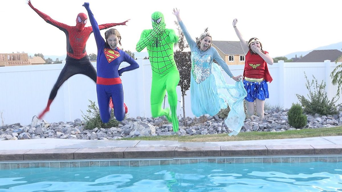 Disney Princesses go swimming!! Pool Party Spiderman and Elsa Wonderwoman and supergirl compilation