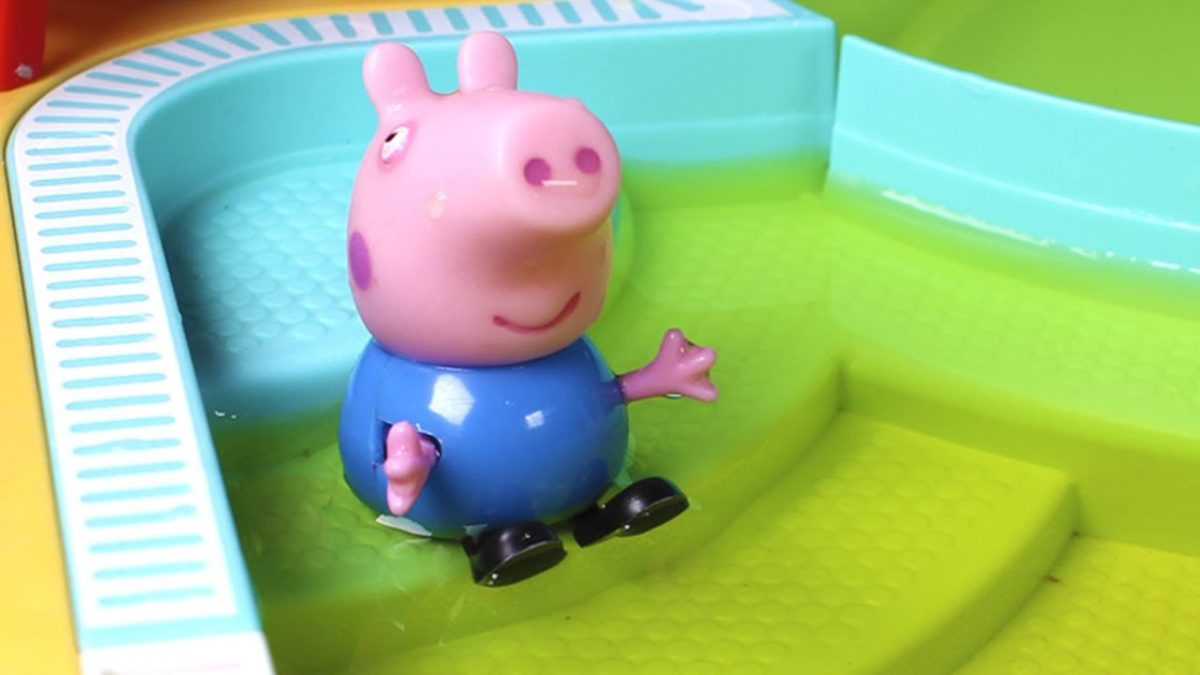 Peppa Pig English  💙 Peppa Pig and George go to the swimming pool, and George pees in the water